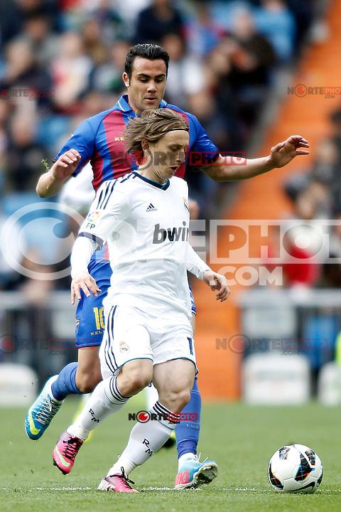 Real Madrid's Luka Modric and Levante's Iborra during La Liga BBVA match. April 6, 2013.(ALTERPHOTOS/Alconada)