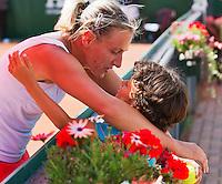 19-08-12, Netherlands, Amstelveen, NTK, Finale Dames Olga Kalyuzhnaya   wint en word gefeliciteerd door haar zoontje