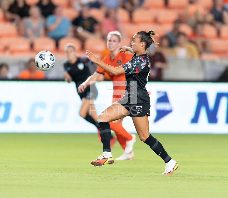 HOUSTON, TX - SEPTEMBER 10: Mallory Pugh #9 of the Chicago Red Stars attempts to gain control of a loose ball during a game between Chicago Red Stars and Houston Dash at BBVA Stadium on September 10, 2021 in Houston, Texas.