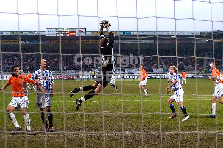 heerenveen - rbc 27-11-2005  eredivisie seizoen 2005-2006 mark volders onderschept voorzet