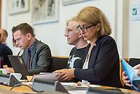 """1. Sitzungstag des Berliner """"Amri-Untersuchungsausschuss"""".<br /> Am Freitag den 14. Juli 2017 konstituierte sich der sogenannte """"Amri-Untersuchungsausschuss des Berliner Abgeordnetenhaus. Der 1. Untersuchungsausschuss der 18. Wahlperiode will versuchen die diversen Unklarheiten im Fall des Weihnachtsmarkt-Attentaeters zu klaeren.<br /> Im Bild rechts: Canan Bayram, Obfrau und Sprecherin der Gruenen im Ausschuss.<br /> 14.7.2017, Berlin<br /> Copyright: Christian-Ditsch.de<br /> [Inhaltsveraendernde Manipulation des Fotos nur nach ausdruecklicher Genehmigung des Fotografen. Vereinbarungen ueber Abtretung von Persoenlichkeitsrechten/Model Release der abgebildeten Person/Personen liegen nicht vor. NO MODEL RELEASE! Nur fuer Redaktionelle Zwecke. Don't publish without copyright Christian-Ditsch.de, Veroeffentlichung nur mit Fotografennennung, sowie gegen Honorar, MwSt. und Beleg. Konto: I N G - D i B a, IBAN DE58500105175400192269, BIC INGDDEFFXXX, Kontakt: post@christian-ditsch.de<br /> Bei der Bearbeitung der Dateiinformationen darf die Urheberkennzeichnung in den EXIF- und  IPTC-Daten nicht entfernt werden, diese sind in digitalen Medien nach §95c UrhG rechtlich geschuetzt. Der Urhebervermerk wird gemaess §13 UrhG verlangt.]"""