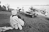 - Northern Sudan, docking of a ferry on the River Nile<br /> <br /> - Sudan settentrionale, approdo di un traghetto sul fiume Nilo