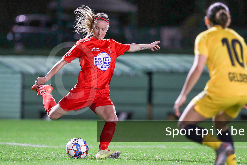 Woluwe's Magali Dinon (6) in action during a female soccer game between FC Femina WS Woluwe and Standard Femina de Liege on the fourth match day of the 2020 - 2021 season of Belgian Womens Super League , Friday 8th of October 2020  in Liege , Belgium . PHOTO SPORTPIX.BE | SPP | SEVIL OKTEM