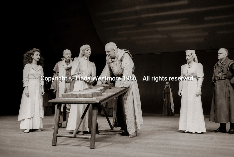 """Cordelia (Miranda Foster), Duke of Albany (Ken Drury(, Goneril (Anna Massey), King Lear (Anthony Hopkins), Regan (Suzanne Bertish), and Duke of Cornwall (Fred Pearson) in  """"King Lear"""" by William Shakespeare at the National Theatre, London 1986.  Directed by David Hare and designed by Hayden Griffin."""