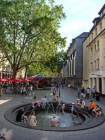 Brunnen beim Sterntor, Bonn, Nordrhein-Westfalen, Deutschland, Europa<br /> fountain at Sterntor, Bonn, North Rhine-Westphalian, Germany, Europe