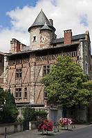 Europe/France/Midi-Pyrénées/46/Lot/Cahors: la façade sud de la Maison de Roaldès, à pans de bois , surmontée d'un balcon et coiffée d'une tour ronde