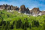 Italy; South Tyrol (Trentino - Alto Adige); Dolomites: at Gardena Pass Road (Passo Gardena); Gruppo del Cir mountains at background | Italien; Suedtirol (Trentino - Alto Adige); Dolomiten: an der Groednerjoch Passstrasse; im Hintergrund die Cirspitzen
