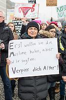 """Protest vor der US-Botschaft in Berlin gegen US-Praesident Donald Trump.<br /> Ca. 1500 Menschen demonstrierten am Samstag den 4. Februar 2017 in Berlin unter dem Motto """"End the Ban Now! Refugees and Immigrants are Welcome!"""" am Brandenburger Tor gegen US-Praesident Donald Trump und seine Plaene eine Mauer an der Grenze zu Mexiko bauen zu lassen. Die Demonstranten zogen vom Brandenburger Tor zur US-Botschaft.<br /> 4.4.2017, Berlin<br /> Copyright: Christian-Ditsch.de<br /> [Inhaltsveraendernde Manipulation des Fotos nur nach ausdruecklicher Genehmigung des Fotografen. Vereinbarungen ueber Abtretung von Persoenlichkeitsrechten/Model Release der abgebildeten Person/Personen liegen nicht vor. NO MODEL RELEASE! Nur fuer Redaktionelle Zwecke. Don't publish without copyright Christian-Ditsch.de, Veroeffentlichung nur mit Fotografennennung, sowie gegen Honorar, MwSt. und Beleg. Konto: I N G - D i B a, IBAN DE58500105175400192269, BIC INGDDEFFXXX, Kontakt: post@christian-ditsch.de<br /> Bei der Bearbeitung der Dateiinformationen darf die Urheberkennzeichnung in den EXIF- und  IPTC-Daten nicht entfernt werden, diese sind in digitalen Medien nach §95c UrhG rechtlich geschuetzt. Der Urhebervermerk wird gemaess §13 UrhG verlangt.]"""