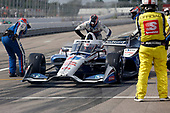 #15: Graham Rahal, Rahal Letterman Lanigan Racing Honda, pit stop