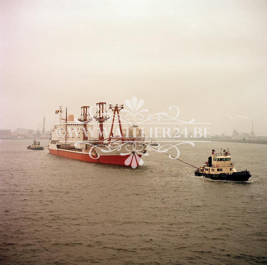 Oktober 1983. Cargoschip MONTAIGLE in de Haven van Antwerpen.