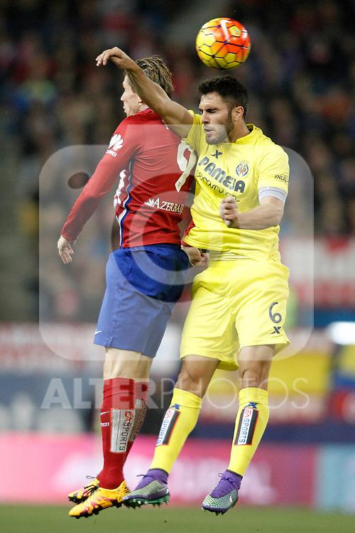 Atletico de Madrid's Fernando Torres (l) and Villareal's Victor Ruiz during La Liga match. February 21,2016. (ALTERPHOTOS/Acero)