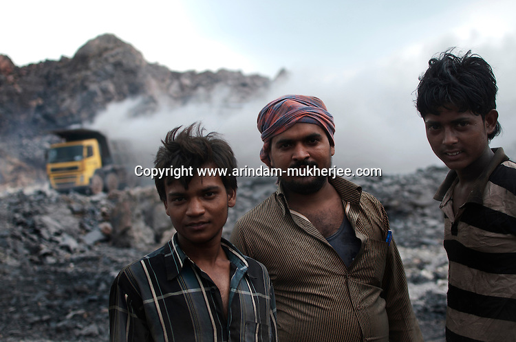 Contract labourers at a fire project in Jharia. This projects are trying to stop the fire from spreading. A huge coal mine fire is engulfing the city of Jharia from all its sides. All scientific efforts have gone in vain to stop this raging fire. This fire is affecting lives of people living in and around Jharia. Jharkhand, India. Arindam Mukherjee