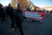 Zum 75. Jahrestag der Reichspogromnacht marschierten bis zu 200 Neonazis von der NPD durch die mecklenburgische Kleinstadt Friedland und protestierten gegen ein geplantes Fluechtlingsheim.<br />Mehrere hundert Gegendemonstranten demonstrierten lautstark gegen den Aufmarsch.<br />Vorne: Marko Mueller, NPD-Ordnungsdienst NPD-MV.<br />Links mit Schiebermuetze: Frank Klawitter, ehem. HDJ und WJ. Jetzt angebl. Chef des NPD-Ordnerdienst.<br />9.11.2013, Berlin<br />Copyright: Christian-Ditsch.de<br />[Inhaltsveraendernde Manipulation des Fotos nur nach ausdruecklicher Genehmigung des Fotografen. Vereinbarungen ueber Abtretung von Persoenlichkeitsrechten/Model Release der abgebildeten Person/Personen liegen nicht vor. NO MODEL RELEASE! Don't publish without copyright Christian Ditsch/version-foto.de, Veroeffentlichung nur mit Fotografennennung, sowie gegen Honorar, MwSt. und Beleg. Konto:, I N G - D i B a, IBAN DE58500105175400192269, BIC INGDDEFFXXX, Kontakt: post@christian-ditsch.de.<br />Urhebervermerk wird gemaess Paragraph 13 UHG verlangt.]
