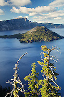 Wizard Island in Crater Lake, Crater Lake National Park, Oregon, USA, North America