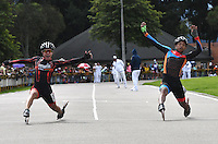 BOGOTA - COLOMBIA - 29-01-2017: Edwin Echeverria (Izq.), patinador del Club Patriotas de Boyaca, gana la prueba 100 Metros en PreJuvenil Varones, en la IV Valida Nacional Interclubes de Carreras 2017 en el Patinodromo El Salitre de la ciudad de Bogota. / Edwin Echeverria (L), skater of Club Patriotas de Boyaca, wins the 100 Meters test in PreJunior Men as part of the IV Interclubs National Valid of Speed Race 2017 at El Salitre Patinodromo in Bogota city Photo: VizzorImage / Luis Ramirez / Staff.