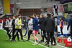 28.09.2020, Benteler-Arena, Paderborn, GER, 2. FBL SC Paderborn 07 vs. Hamburger SV<br />   <br /> im Bild<br /> die Mannschaft vom Hamburger SV bejubelt den Sieg. Schlussjubel, Schlußjubel, Emotion, Freude, <br /> <br /> DFL regulations prohibit any use of photographs as image sequences and/or quasi-video. <br /> <br /> Foto © nordphoto / Paetzel