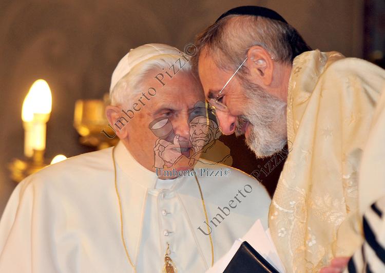 PAPA BENEDETTO XVI CON IL RABBINO CAPO RICCARDO DI SEGNI
