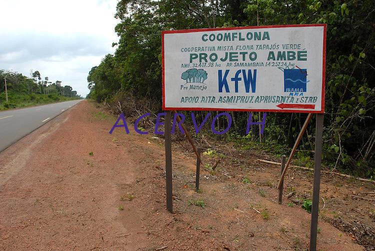 Acesso a Floresta Nacional do Tapajós no km 67<br /> 17/11/2007<br /> Santarém, Pará, Brasil.<br /> Foto Paulo Santos