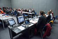 """Pressekonferenz der Initiative """"100% Tempelhofer Feld"""" am Montag den 4. Januar 2016 zum Thema """"Einhaltung des Volksentscheids und keine Bebauung auf dem Gelaende des frueheren Flughafen"""".<br /> Am 14. Januar soll das Berliner Abgeordnetenhaus ueber ein Gesetz zur Unterbringung und Versorgung von Fluechtlingen abstimmen. Das Gesetz sieht eine Bebauung des Tempelhofer Feldes vor. Neben den 5.000 Fluechtlingen in den Hangars des Flughafens sollen so weitere Unterkuenfte fuer tausende Fluechtlinge errichtet werden. Fuer die Initiative """"100% Tempelhofer Feld"""" waere damit der Volksentscheid """"ausgehebelt"""". Die Initiatoren kritisieren dies und befuerchten dass das Tempelhofer Feld so zu einem """"Fluechtlingsghetto"""" werden koenne.<br /> In einer Pressekonferenz sollen Alternativen zur Bebauung des Tempelhofer Feldes gezeigt werden.<br /> Die Teilnehmer der Pressekonferenz verurteilten die Unterbringung der Fluechtlinge als menschenunwuerdig und den Versuch ueber das Thema """"Fluechtlinge"""" eine Bebauung des Tempelhofer Feldes gegen den Volksentscheid durchzusetzen als unlauteren Trick.<br /> Gespraechspartner bei der Pressekonferenz waren:<br /> Theresa Keilhacker, """"Architekten fuer Architekten"""", Kerstin Meyer """"100% Tempelhofer Feld"""", Christine Richter """"Berliner Pressekonferenz"""", Irmgard Wurdack, """"Buendnis Neukoelln"""", Georg Classen, """"Fluechtlingsrat Berlin"""" (links im Bild).<br /> 4.1.2016, Berlin<br /> Copyright: Christian-Ditsch.de<br /> [Inhaltsveraendernde Manipulation des Fotos nur nach ausdruecklicher Genehmigung des Fotografen. Vereinbarungen ueber Abtretung von Persoenlichkeitsrechten/Model Release der abgebildeten Person/Personen liegen nicht vor. NO MODEL RELEASE! Nur fuer Redaktionelle Zwecke. Don't publish without copyright Christian-Ditsch.de, Veroeffentlichung nur mit Fotografennennung, sowie gegen Honorar, MwSt. und Beleg. Konto: I N G - D i B a, IBAN DE58500105175400192269, BIC INGDDEFFXXX, Kontakt: post@christian-ditsch.de<br /> Bei der Bearbeitung der Dateiinform"""
