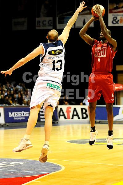 basketbal capitals - eiffeltowers seizoen 2008-2009 03-01-2009    schot antony richardson blok van simon conn .