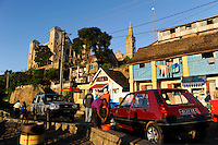 "MADAGASCAR city Antananarivo , car wash of Renault R5 infront of ""Queen's Palace"" after Queen Ranavalona I or The Rova of Antananarivo is a royal palace complex that served as the former residence and capital of the sovereigns of the Kingdom of Imerina in the 17th to 18th centuries and the Kingdom of Madagascar in the 19th century /MADAGASKAR Hauptstadt Antananarivo, koeniglicher Palast"