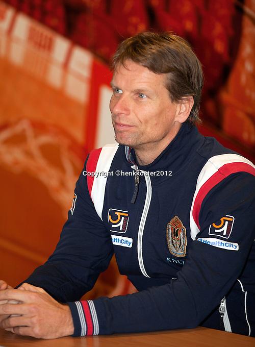 08-02-12, Netherlands,Tennis, Den Bosch, Daviscup Netherlands-Finland, Training, Captain Jan Siemerink