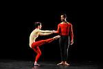 DUETS....Choregraphie : CUNNINGHAM Merce..Mise en scene : CUNNINGHAM Merce..Compositeur : CAGE John..Decor : LANCASTER Mark..Lumiere : LANCASTER Mark SHALLENBERG Christine..Avec :..GOGGANS Jennifer..MITCHELL Rashaun..Lieu : Theatre de la Ville..Ville : Paris..Le : 20 12 2011 © Laurent Paillier / photosdedanse.com<br /> All rights reserved