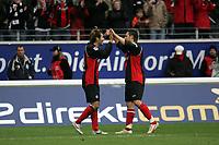 Naohiro Takahara (Eintracht Frankfurt) jubelt mit Albert Streit (Eintracht Frankfurt, r.) ¸ber das 1:0 +++ Eintracht Frankfurt vs. Hannover 96, 03.03.2007, Commerzbak Arena Frankfurt +++ Marc Schueler, Am Wolfsberg 11, 64569 Nauheim, 0151/11654988 +++ Bild ist honorarpflichtig. Marc Schueler, Kreissparkasse Grofl-Gerau, BLZ: 50852553, Kto.: 8047714
