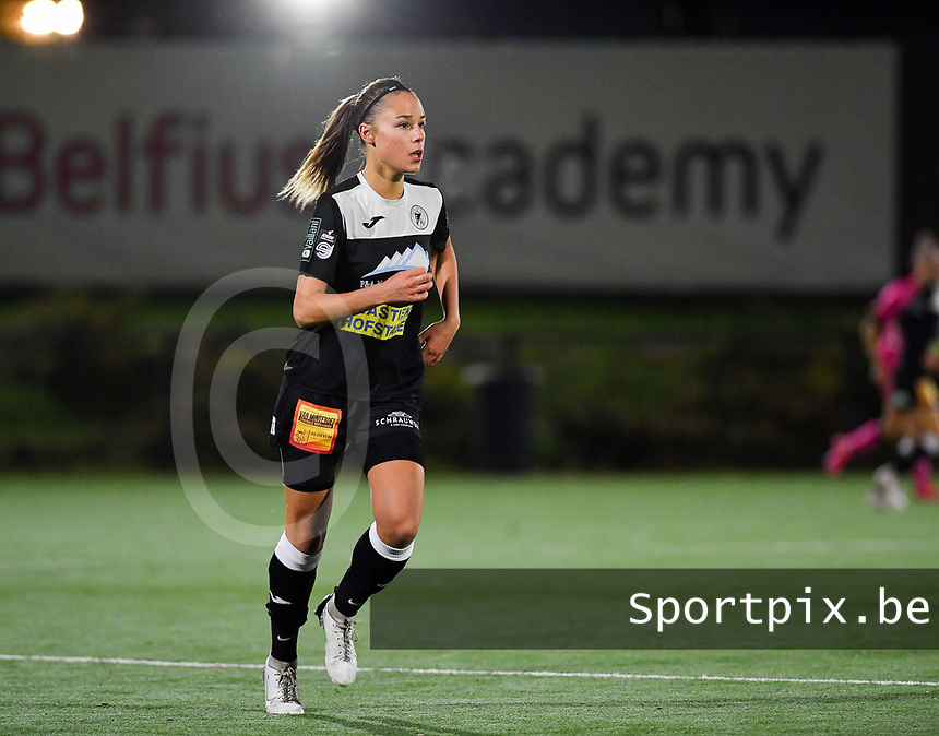 Aalst's Daisy Baudewijns pictured during a female soccer game between Sporting Charleroi and Eendracht Aalst on the 8th  matchday of the 2020 - 2021 season of Belgian Scooore Womens Super League , friday 20 th of November 2020  in Marcinelle , Belgium . PHOTO SPORTPIX.BE | SPP | DAVID CATRY