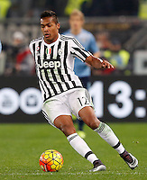 Calcio, Serie A: Lazio vs Juventus. Roma, stadio Olimpico, 4 dicembre 2015.<br /> Juventus' Alex Sandro in action during the Italian Serie A football match between Lazio and Juventus at Rome's Olympic stadium, 4 December 2015.<br /> UPDATE IMAGES PRESS/Riccardo De Luca