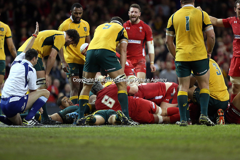 Pictured: Alun Wyn Jones of Wales (C behind number 6) scores a try. Saturday 08 November 2014<br /> Re: Dove Men Series rugby, Wales v Australia at the Millennium Stadium, Cardiff, south Wales, UK.