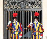 Guardie Svizzere durante l'udienza generale del mercoledi' di Papa Francesco in Piazza San Pietro, Citta' del Vaticano, 10 giugno 2015.<br /> Swiss Guards stand on during the Pope Francis's weekly general audience in St. Peter's Square at the Vatican, 10 June 2015.<br /> UPDATE IMAGES PRESS/Isabella Bonotto<br /> <br /> STRICTLY ONLY FOR EDITORIAL USE