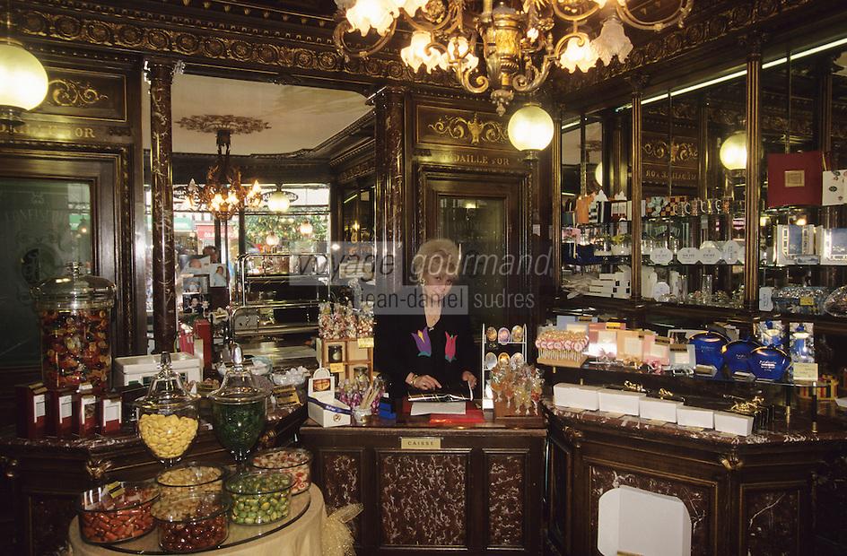 """Europe/France/Auvergne/03/Allier/Vichy: Confiseur-Chocolatier """"Aux Marocains"""" [Non destiné à un usage publicitaire - Not intended for an advertising use]"""