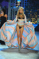NON EXCLUSIVE PICTURE: MATRIXPICTURES.CO.UK.PLEASE CREDIT ALL USES..UK RIGHTS ONLY..Polish model Magdalena Frackowiak is pictured on the runway during the 2012 Victoria's Secret lingerie fashion show, held at New York's Lexington Avenue Armory. ..NOVEMBER 7th 2012..REF: GLK 125134 /NortePhoto
