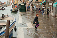 Tidal floodings have become more and more frequent in the last ten years. Global climate change is showing its influence in Vencie. The south-eastern wind, once prevalent mainly between October and March, may also blow during the summer now. On certain days more than 50% of the city can be flooded.