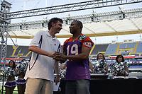 Marc Soumah (ehemaliger Wide Receiver Frankfurt Galaxy) mit Stadionsprecher Steffen Popp