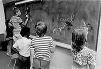ARCHIVE -<br /> Ecole primaire , juin 1973<br /> <br /> Photo : Agence Quebec Presse  - Alain Renaud