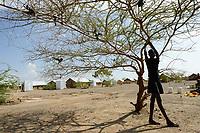 KENYA, Turkana, refugee camp Kakuma IV, south sudanese children fetch water from well / KENIA, Turkana, Fluechtlingslager Kakuma 4, suedsudanesische Kinder holen Wasser von einem Brunnen