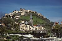 Europe/France/Auvergne/15/Cantal/ Saint Flour: ville perchée sur un roc basaltique sur les bords de l'Ander