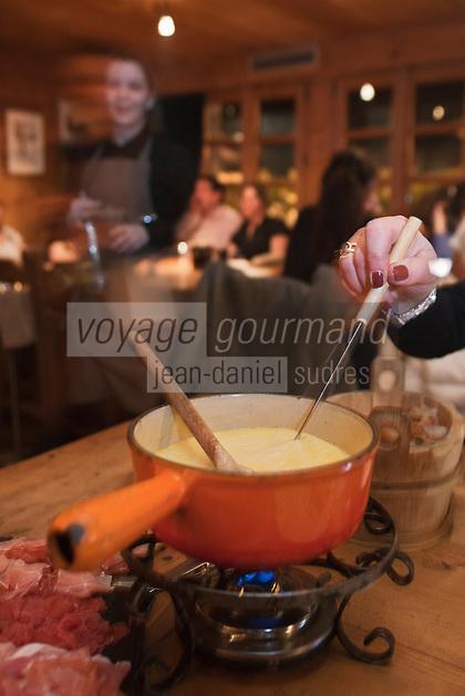 Europe/France/Rhone-Alpes/74/Haute-Savoie/Megève: <br /> La meilleure fondue de Megève , à base de comté, de beaufort et d'emmenthal: celle de l'Alpage, l'annexe savoyarde genre taverne de l'hôtel du Fer à Cheval de Marc Sibuet,