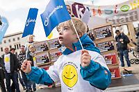 """Demostration unter dem Motto """"Inklusion statt Selektion"""" mit Menschen mit Down-Syndrom am Mittwoch den 10. April 2019 in Berlin.<br /> Einen Tag vor der Debatte im Deutschen Bundestag ueber den Nutzen nichtinvasiver Bluttests zur Diagnose von Trisomien wie etwa dem Down-Syndrom und die Einfuehrung eines solchen Test auf Kosten der Krankenkassen demonstrierten mehrere hundert Menschen gegen diese Debatte. Unter ihnen viele Betroffene, Elter wie Kinder, die vom Downsyndrom betroffen sind.<br /> ACHTUNG: Verwendung des Bildes NUR im Zusammenhang mit der Demonstration!<br /> 10.4.2019, Berlin<br /> Copyright: Christian-Ditsch.de<br /> [Inhaltsveraendernde Manipulation des Fotos nur nach ausdruecklicher Genehmigung des Fotografen. Vereinbarungen ueber Abtretung von Persoenlichkeitsrechten/Model Release der abgebildeten Person/Personen liegen nicht vor. NO MODEL RELEASE! Nur fuer Redaktionelle Zwecke. Don't publish without copyright Christian-Ditsch.de, Veroeffentlichung nur mit Fotografennennung, sowie gegen Honorar, MwSt. und Beleg. Konto: I N G - D i B a, IBAN DE58500105175400192269, BIC INGDDEFFXXX, Kontakt: post@christian-ditsch.de<br /> Bei der Bearbeitung der Dateiinformationen darf die Urheberkennzeichnung in den EXIF- und  IPTC-Daten nicht entfernt werden, diese sind in digitalen Medien nach §95c UrhG rechtlich geschuetzt. Der Urhebervermerk wird gemaess §13 UrhG verlangt.]"""