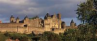 Europe/France/Languedoc-Rousillon/Aude/Carcassonne: les remparts de la Cité dans la lumière du soir