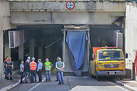 Sao Paulo (SP), 05/03/2020 - Acidente de Caminhao -SP - Um Caminhao basculante entalou e rompeu uma das vigas de sustentacao da saida da Rua Consolacao em Sao Paulo, nesta quinta-feira (05). (Foto: Marivaldo Oliveira/Codigo 19/Codigo 19)