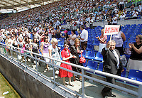 Testimoni di Geova si preparano a prendere parte al battesimo di massa durante il raduno internazionale allo stadio Olimpico di Roma, 8 agosto 2009..Congregateds prepare to take part to a mass baptism during the international meeting of Jehovah's Witnesses at Rome's Olympic Stadium, 8 august 2009..UPDATE IMAGES PRESS/Riccardo De Luca
