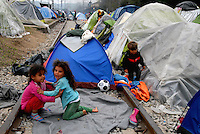 Idomeni / Greece 03/04/2016<br /> Refugees living in tents along railway rails in Idomeni refugee camp, close the border with FYROM.<br /> Photo Livio Senigalliesi