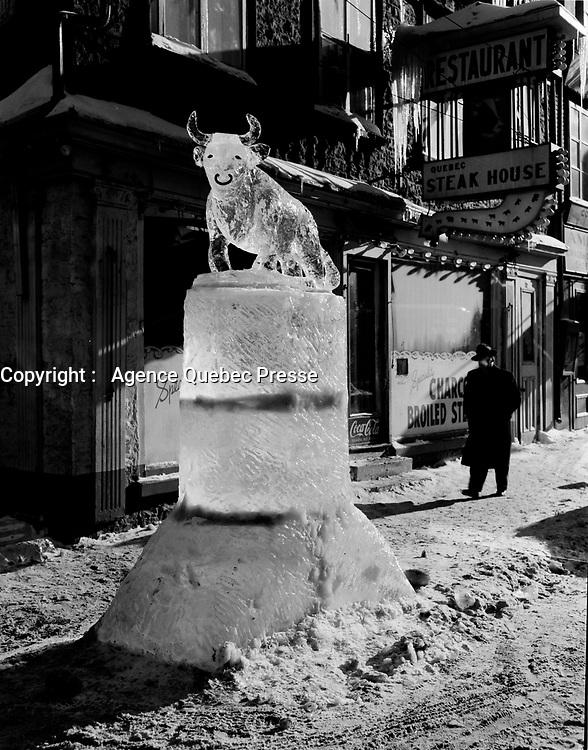 statue de glace<br /> Carnaval de Quebec<br /> fev 1955<br /> <br /> PHOTO : Agence Quebec Presse