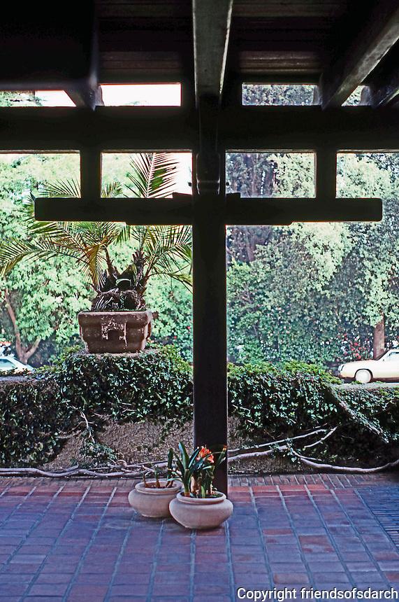 Greene & Greene: Gamble House.  Photo '85.