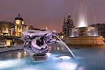 Great Britain, England, London:Trafalgar Square at Christmas in snow | Grossbritannien, England, London: Daemmerung am Trafalgar Square zur Weihnachtszeit im Schnee, Kirche St. Martin in the Fields