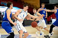 27-02-2021: Basketbal: Donar Groningen v Den Helder Suns: Groningen Donar speler Damjan Rudez met Den Helder speler Bolden Brace