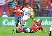 MEDELLIN- COLOMBIA, 24-03-2019:Germán Cano  (Der.) jugador del Independiente Medellín  disputa el balón con Yeison Guzmán (Izq.) Jugador del Envigado  durante partido por la fecha 11 de La Liga Aguila I 2019 ,jugado en el estadio Atanasio Girardot de la ciudad de Medellín / Germán Cano (R) player of Independiente Medellin  vies for the ball with Yeison Guzmán (L) of Envigado during match for the date 11 as part Aguila League I 2019 between Independiente Medellin  and Envigado played at Atanasio Girardot stadium in Medellin  city.  Photo: VizzorImage / León Monsalve  / Contribuidor